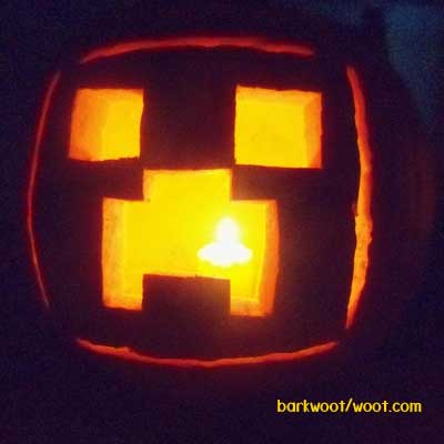 Don't let pumpkin carving season be stressful. Here are some easy DIY, geeky pumpkin carving ideas! Minecraft Carved Pumpkin